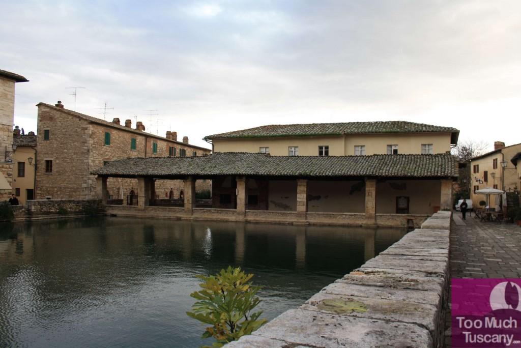 Visitare la valdorcia scoprire bagno vignoni toomuchtuscany - Bagno vignoni ristoranti ...