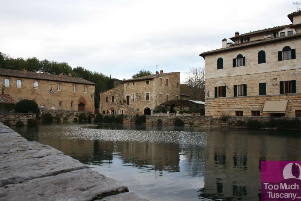 Visitare la valdorcia scoprire bagno vignoni toomuchtuscany - Bagno a vignoni ...
